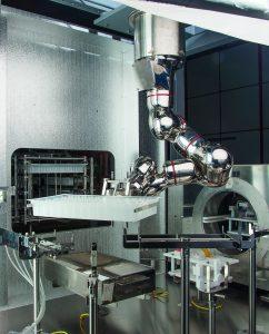 Революционный изолятор с роботизированным манипулятором, соответствующим требованиям GMP: гибкость и экономия затрат в современном асептическом производстве