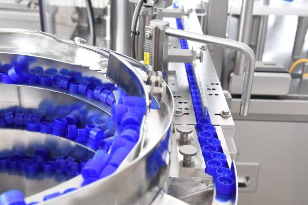 Новая линия компании Zellwag Pharmtech AG для наполнения микропробирок с навинчиваемыми колпачками для ПЦР-диагностики COVID или для наборов молекулярных реагентов для секвенирования